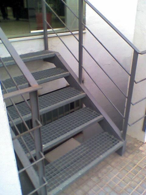 Escaleras para exterior escalera para exterior with - Cerrar escalera caracol ...